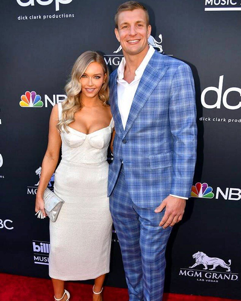 Camille Kostek didn't share SI Swimsuit photos with Rob