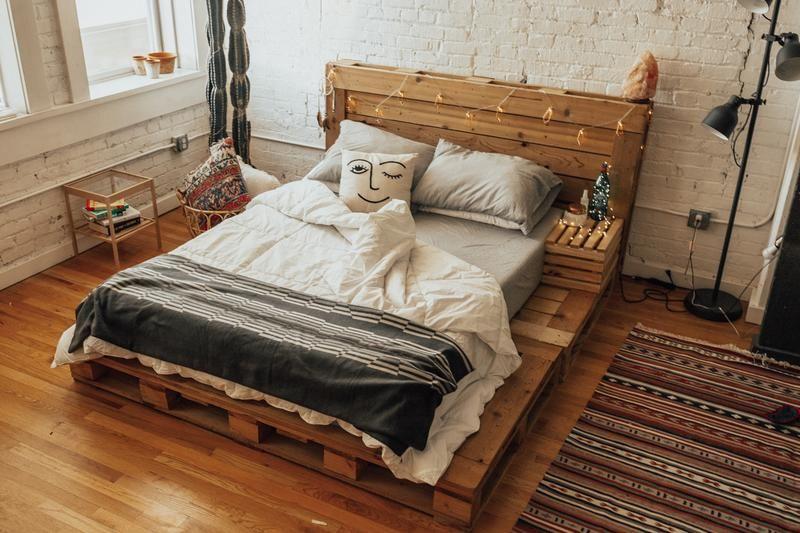 The Queen Pallet Bed In 2020 Pallet Patio Furniture Diy Pallet