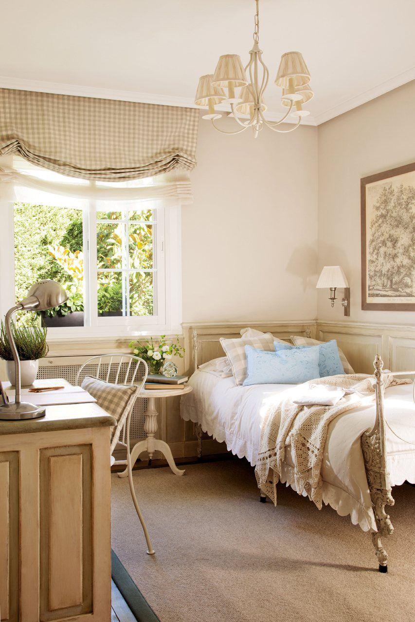 Cama en la jaula del grillo escritorio y silla for Sillas para dormitorio