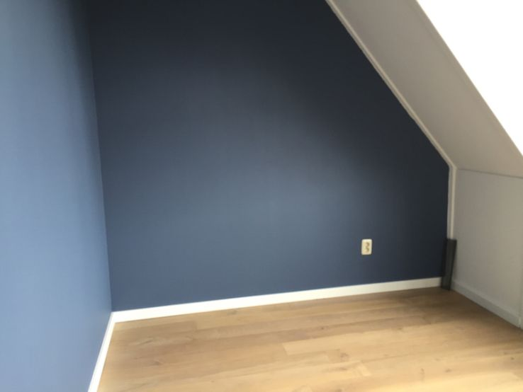 Trendkleur Diep Blauw : Blueberry dream van flexa in de werkkamer mooie kleur voor op de