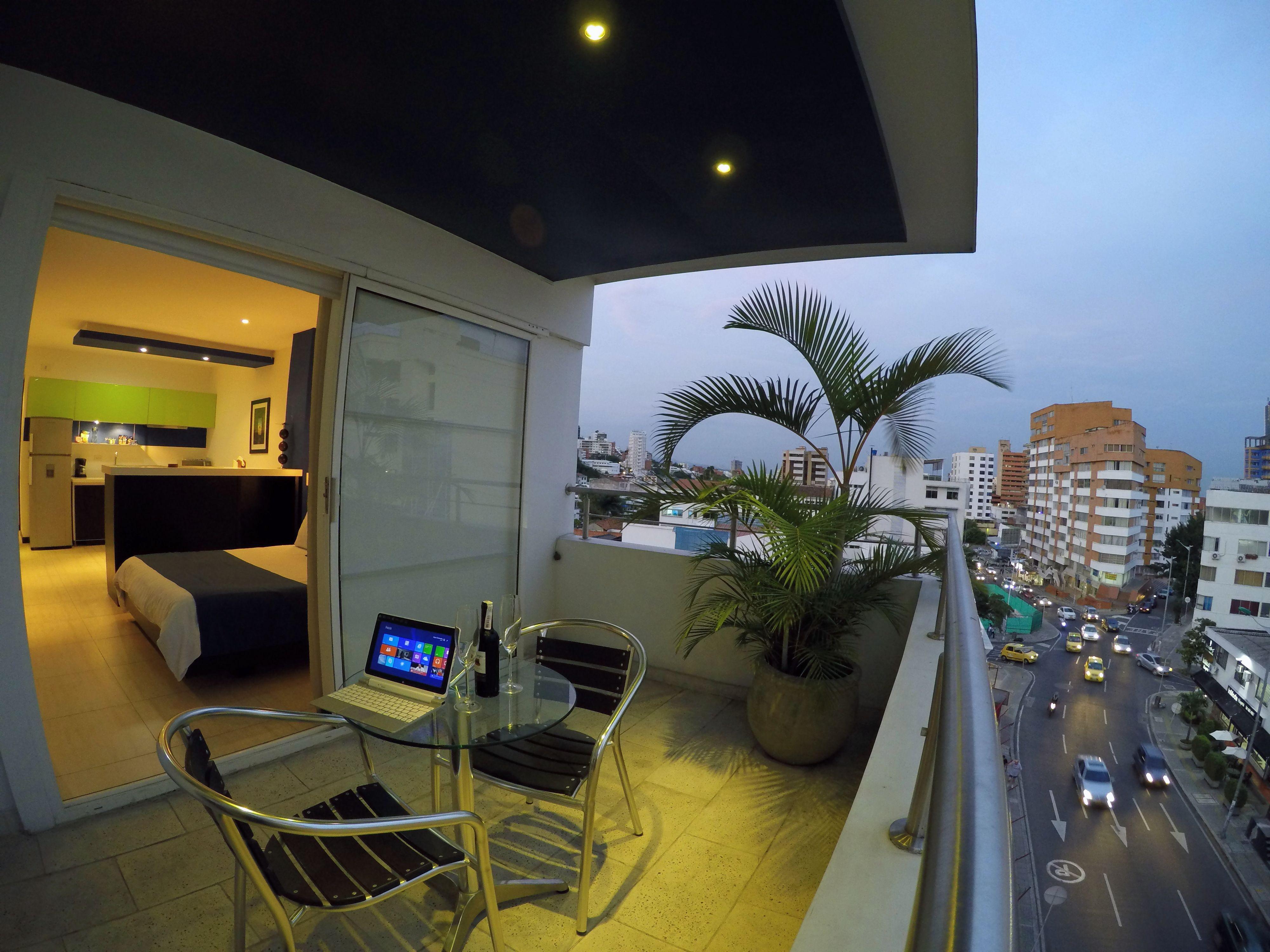 Disfruta Los Atardeceres En Cali Desde El Barrio Granada En Nuestras Loft Suite En 2 Ambientes Balcon Loft Ambiente Balcones