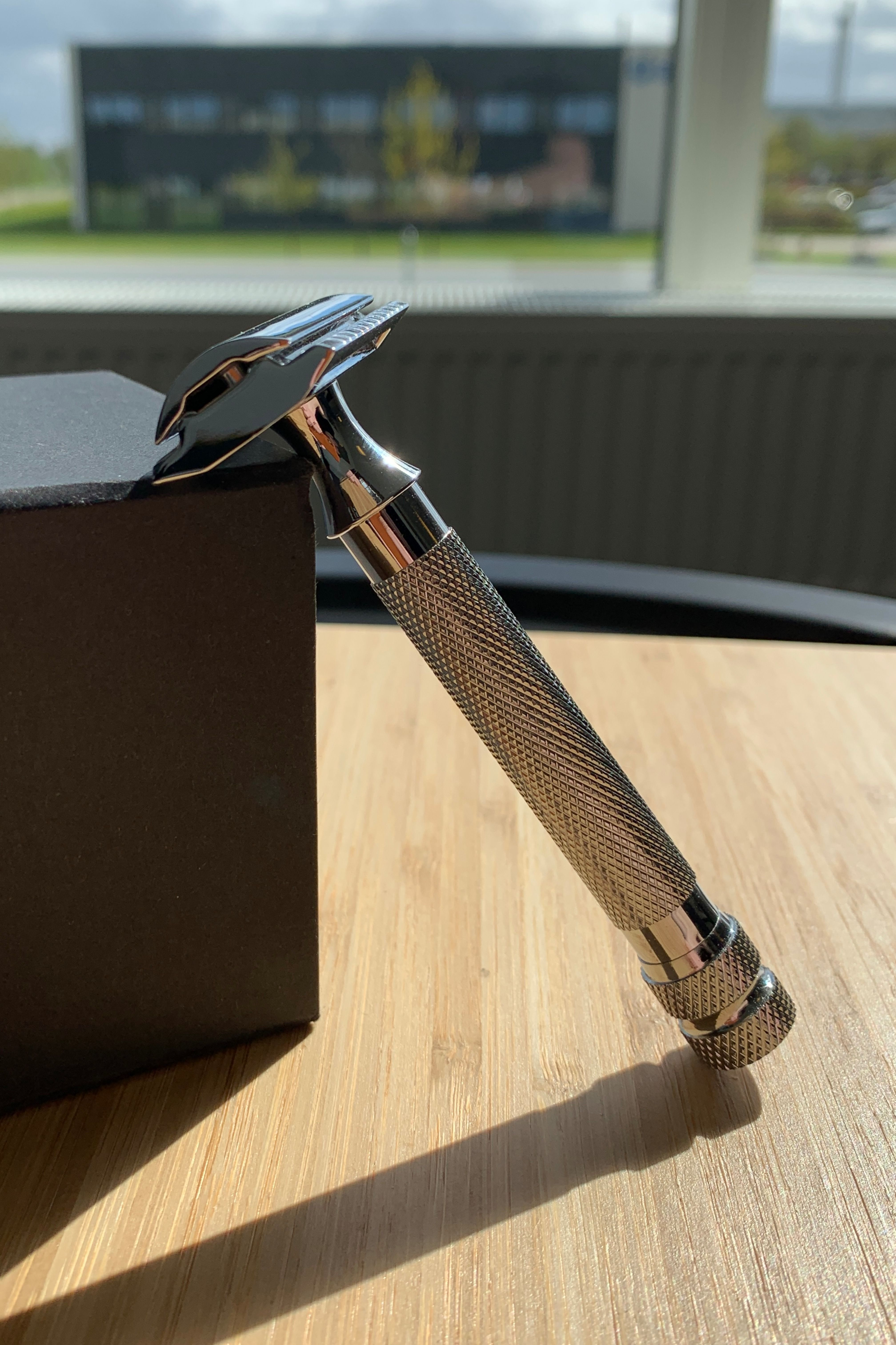This retro 3piece safety razor is the essence of old