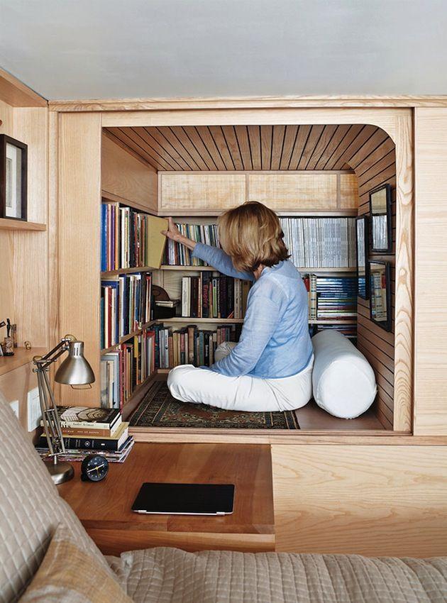 Appartamento di 22 metri quadrati con libreria a New York | Vanilla ...