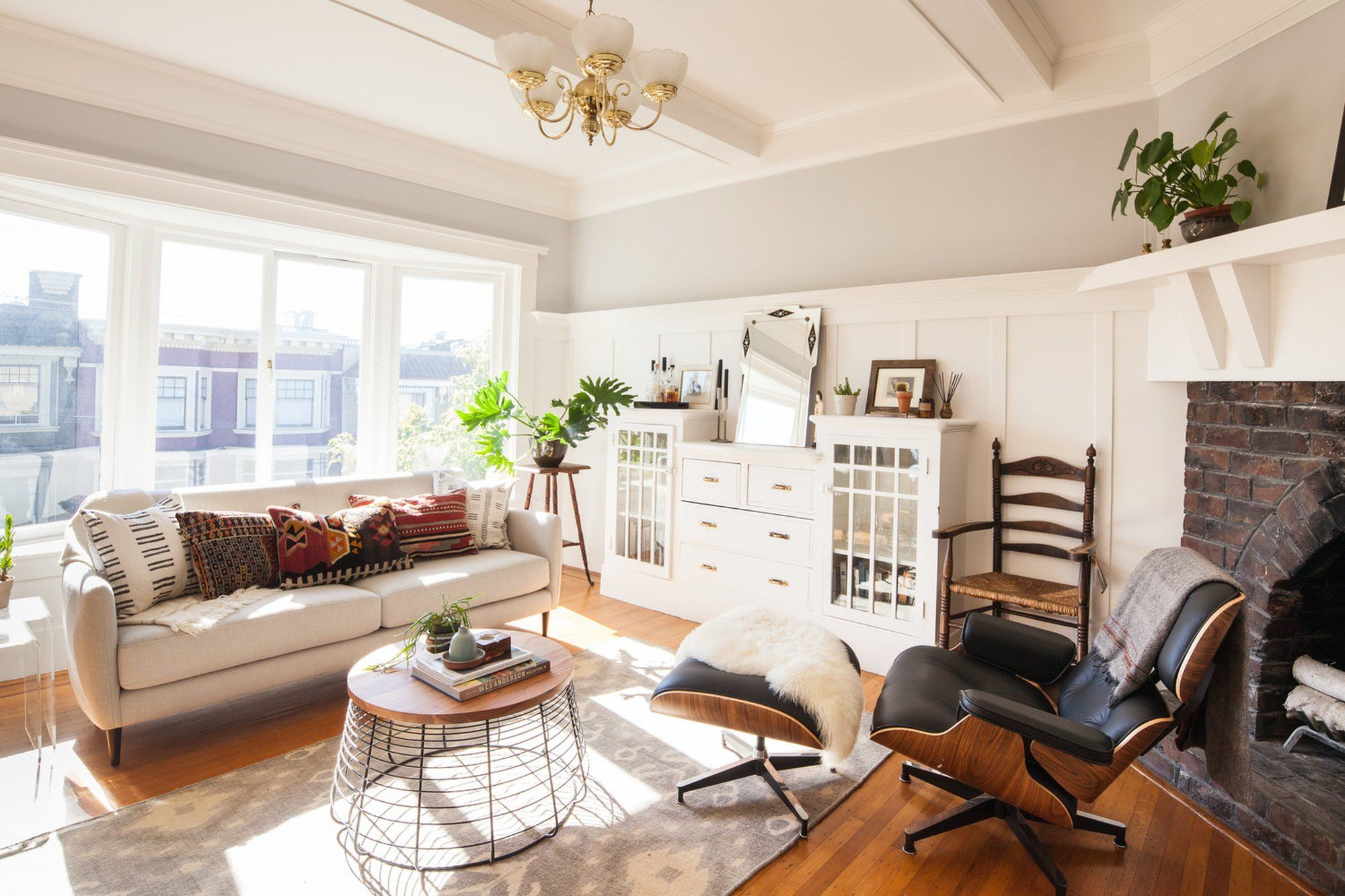 A Victorian Era Rental In San Fran Mixes Target With Vintage Finds Living Room White Apartment Design Home Fireplace