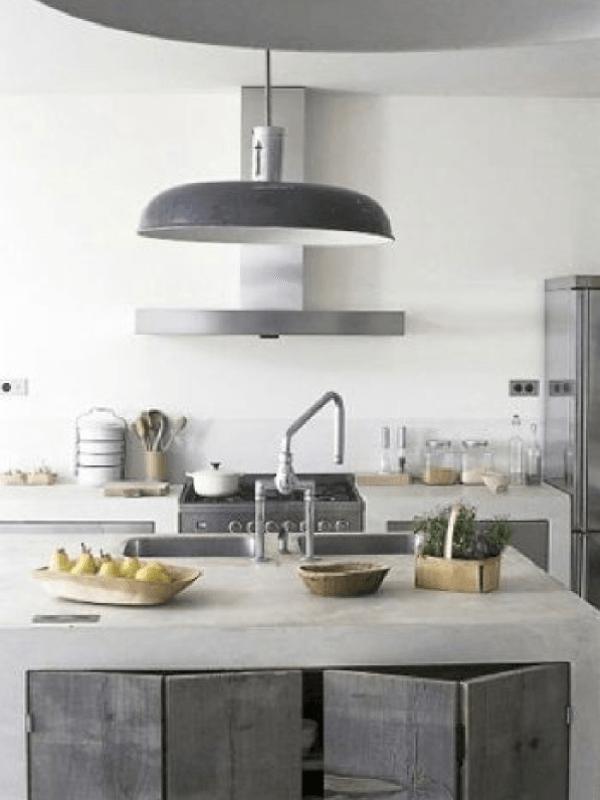 Le gris est la couleur tendance en déco ! Plus ou moins foncé, il permet de créer des ambiances différentes à travers les pièces de la maison. Et il est très intéressant dans une cuisine pour un lo…