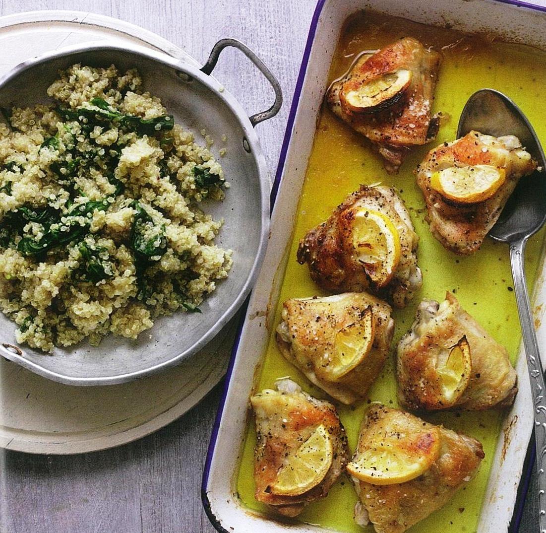 Rica em proteína, esta refeição junta ao frango um acompanhamento menos usual, a quinoa