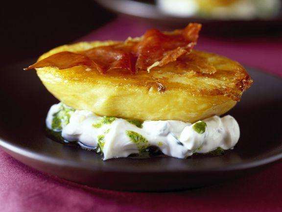 Ofenkartoffel mit Schinken und Zucchiniquarkdip ist ein Rezept mit frischen Zutaten aus der Kategorie Wurzelgemüse. Probieren Sie dieses und weitere Rezepte von EAT SMARTER!