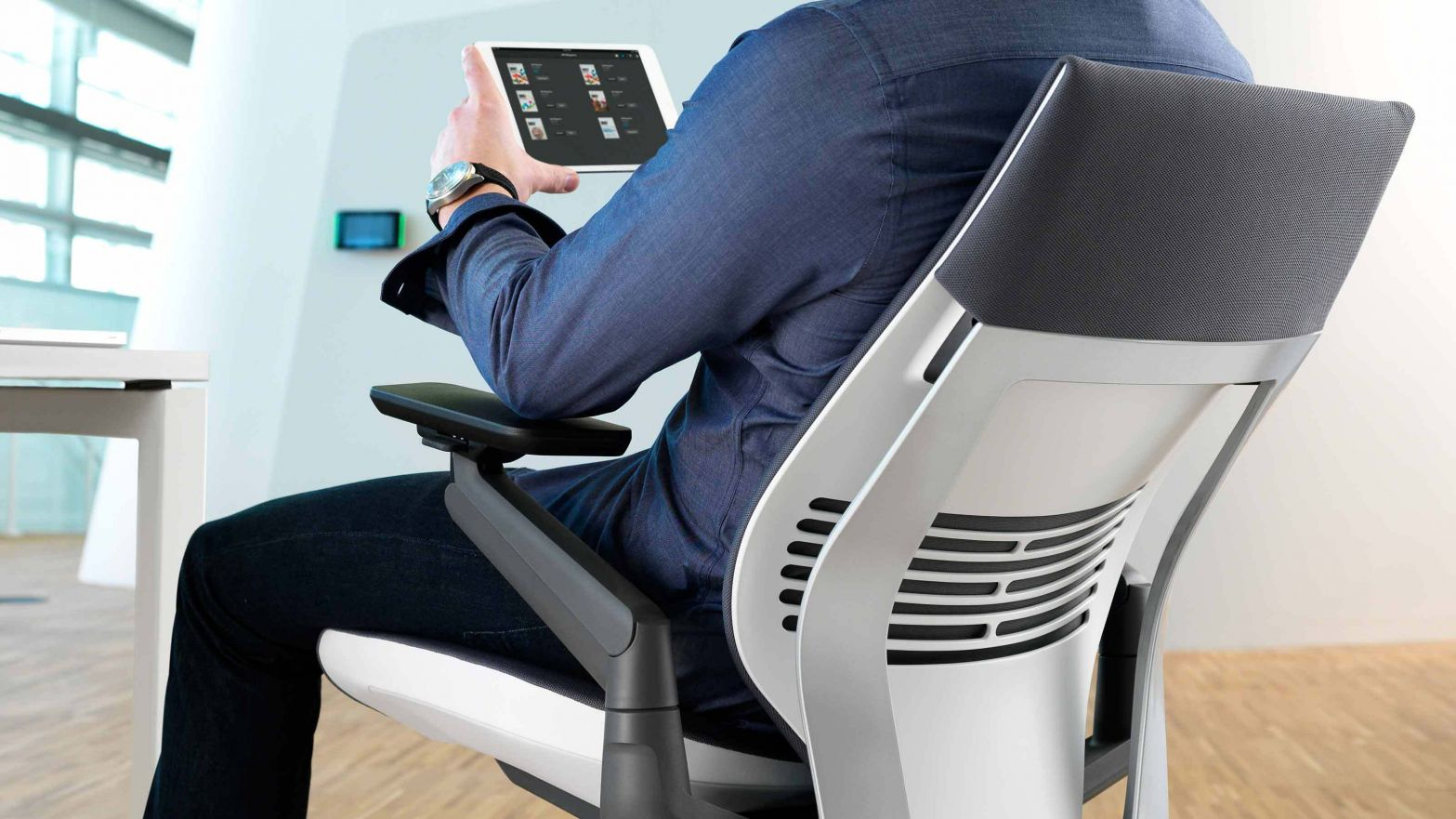 Gesture Chair New For Smartphone Ipad And Tablet Users Better Ergonomics