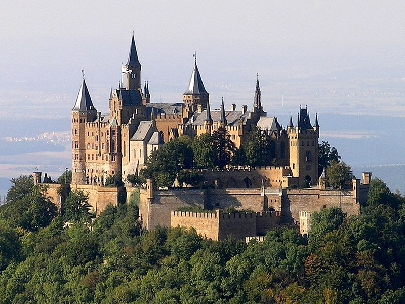 Burg Hohenzollern Am Schwabischen Alb Nahe Bisingen Baden Wurttemberg Germany Castles Hohenzollern Castle European Castles