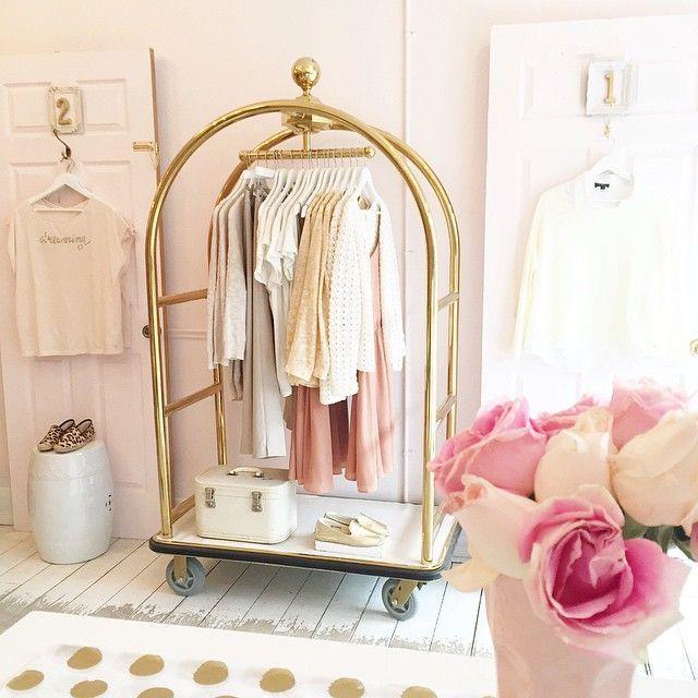 Instagram showroom decoracion tienda de ropa dise o for Diseno de interiores almacenes de ropa
