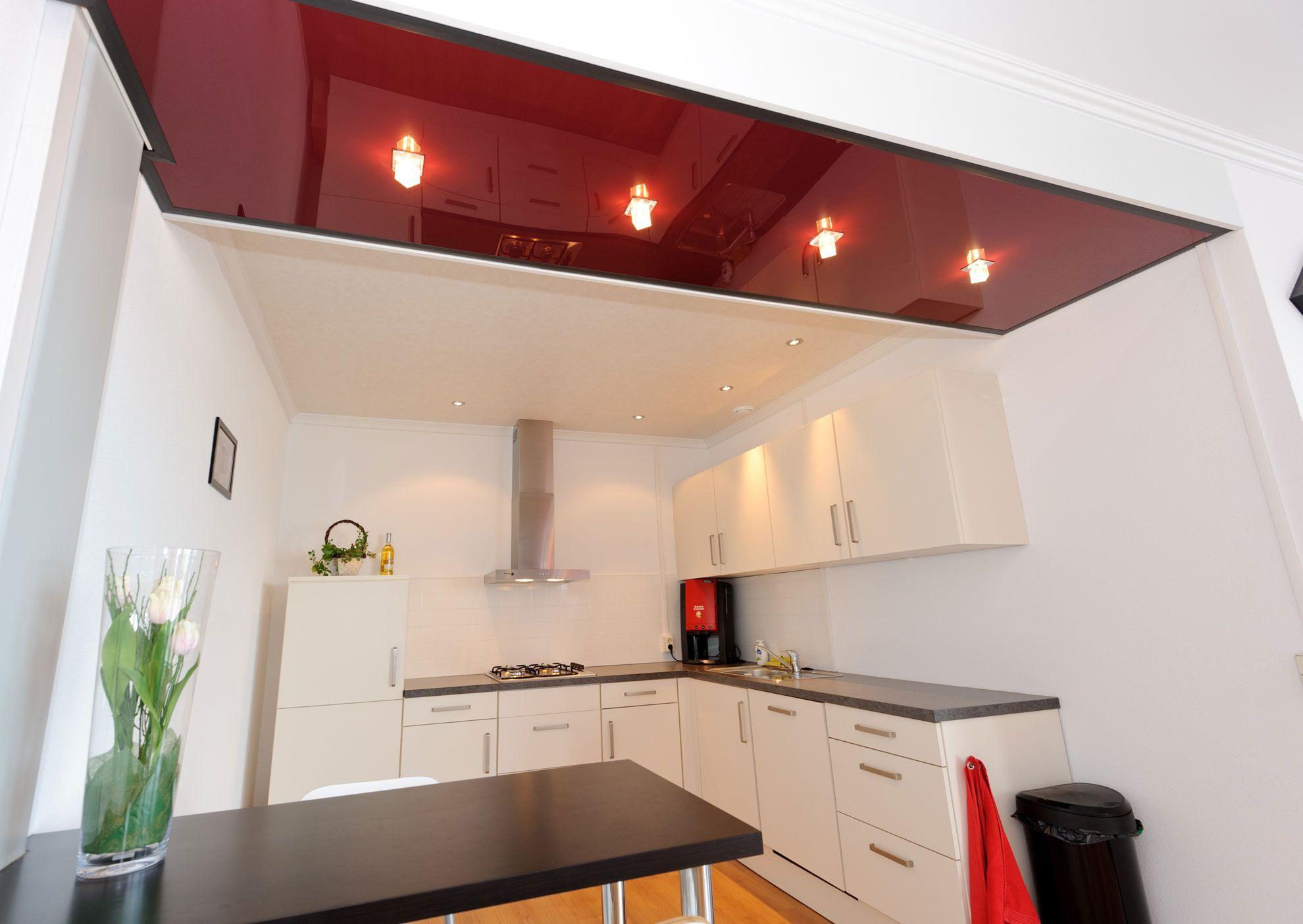 Moderne Kuche Mit Roter Decke Kuchendecke Und Beleuchtung Keuken Plafonds Keuken Idee Plafond