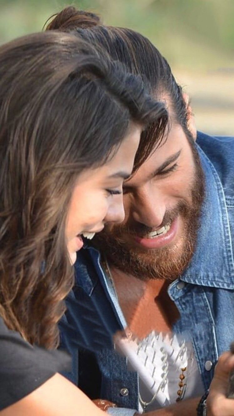 Demet Ozdemir And Can Yaman Candem Celebridades Famosos
