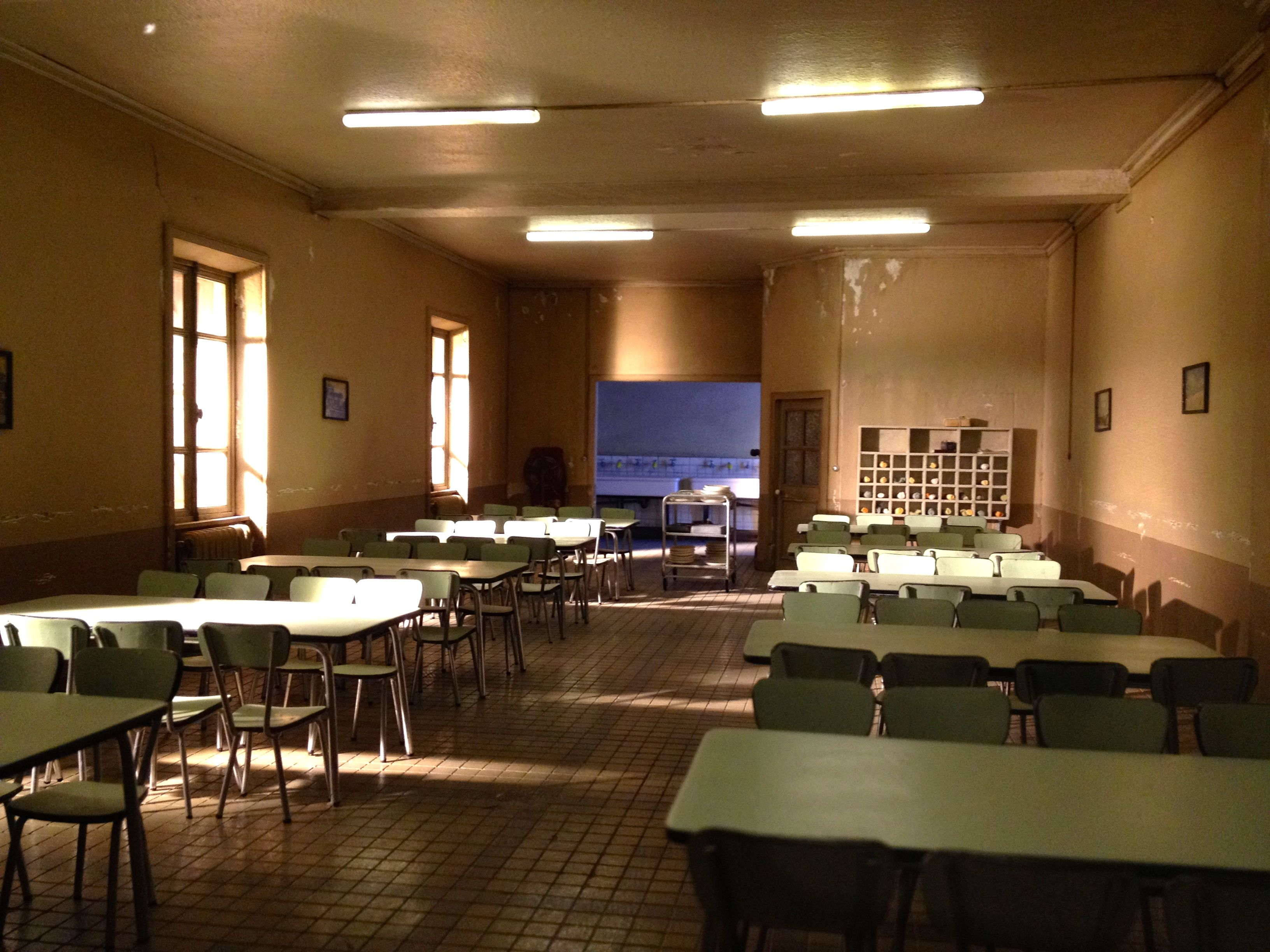 Dan Ohlmann's miniature dining hall, seen at http://www.museeminiatureetcinema.fr/accueil_eng.html