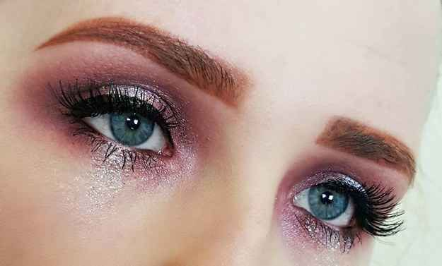 It can be done with shimmery eyeshadow…