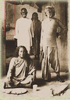 My Guru Paramhansa Yogananda With His Guru Swami Sriyukteshwar In Hardwar India Paramhansa Yogananda Yogananda Meditation Images