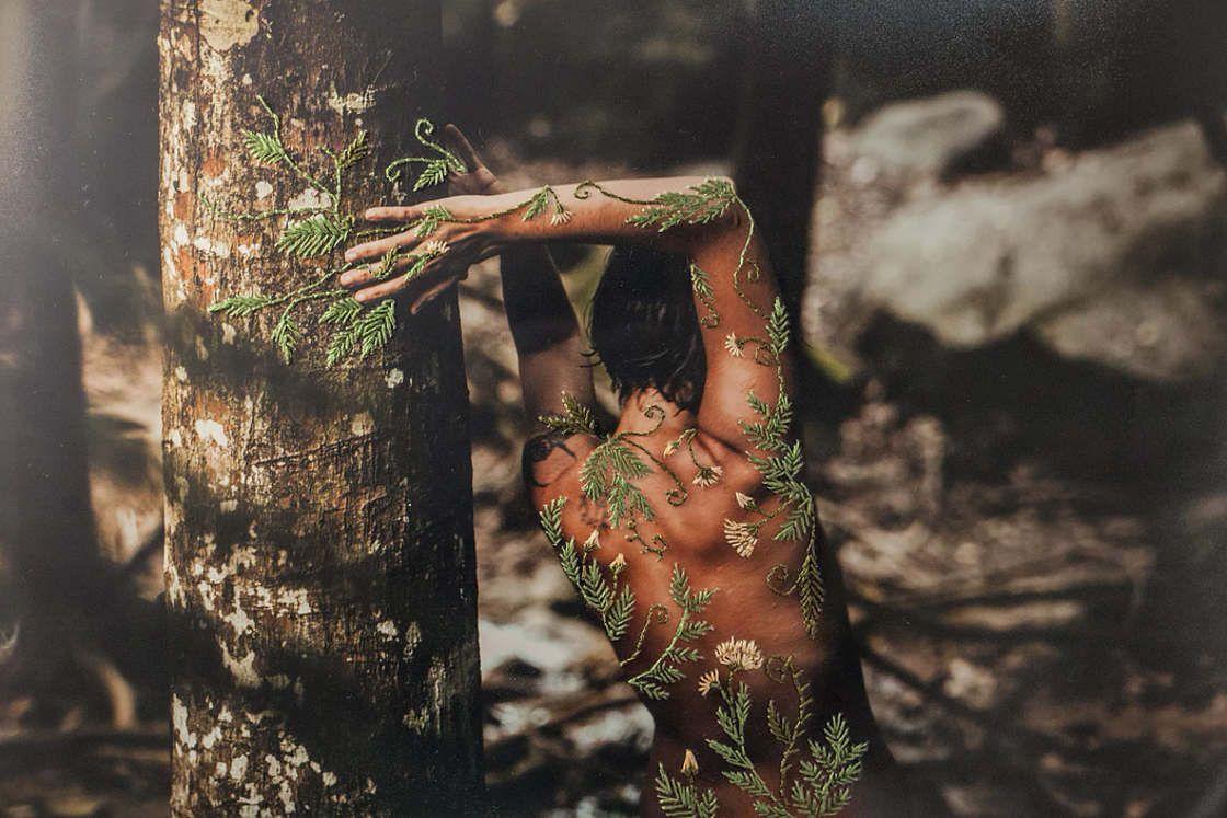 O afeto das fotografias bordadas de Aline Brant