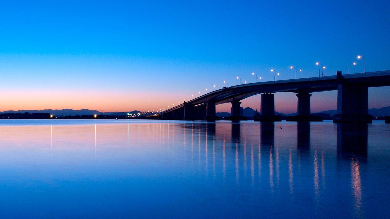 夜明けの琵琶湖大橋」 滋賀県 | 滋賀, 夜明け, 風景
