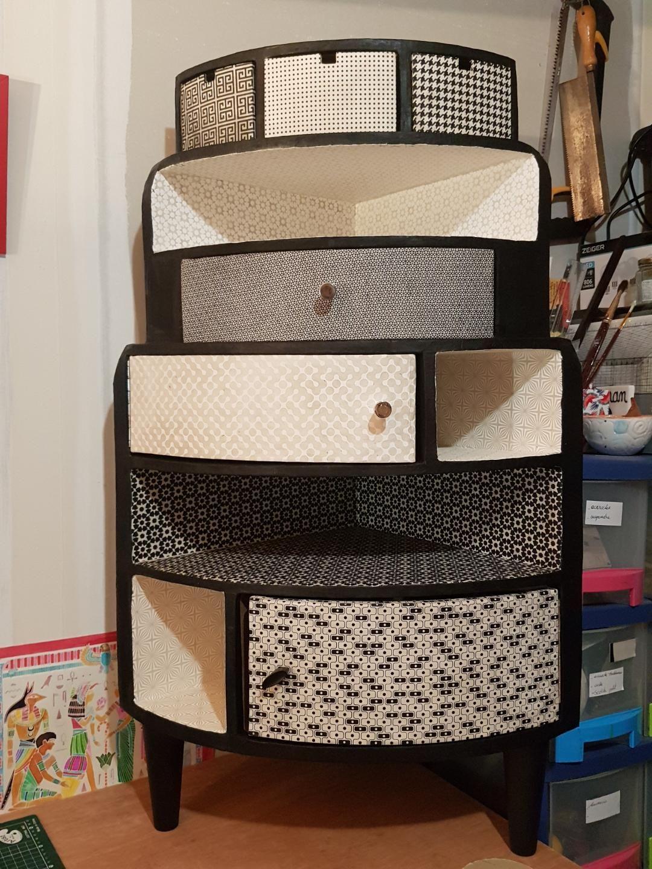 Epingle Par Kitty Naslin Sur Meubles En Carton Des Eleves De L Ecole Du Carton Meuble En Carton Mobilier De Salon Meuble D Angle