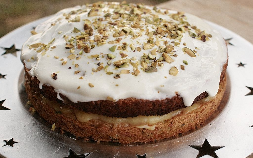 Courgette cake with lemon curd and lemon cream cheese