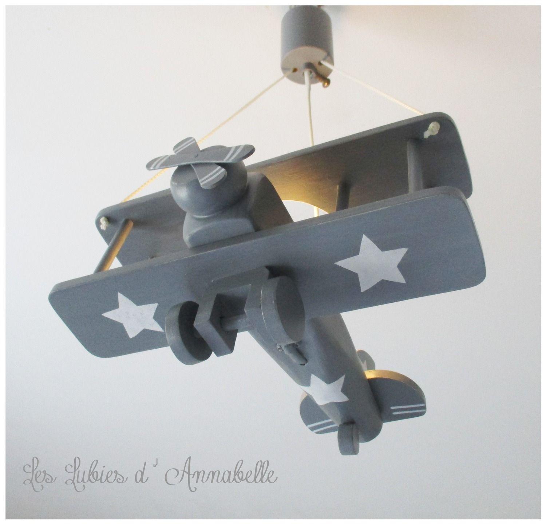 luminaire avion gris et toiles blanches luminaire chambre enfant suspension avion. Black Bedroom Furniture Sets. Home Design Ideas