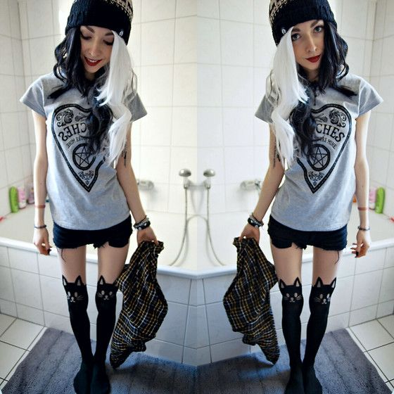 Stay Creepy Clothing Chill Pom Beanie, Envoûtant Best Witches Tee, H&M Black Diy Shorts, Second Hand Plaid Shirt, Cat Tights, Second Hand Crystal Choker