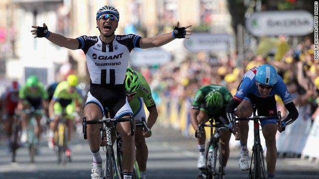 Tour De France Fearless Cyclists Face Selfie Danger Tour De