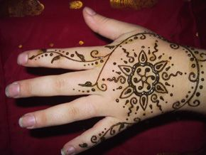 Mehndi Equals Henna : Check out more henna pictures at www.mehndiequalshenna.com رسوم