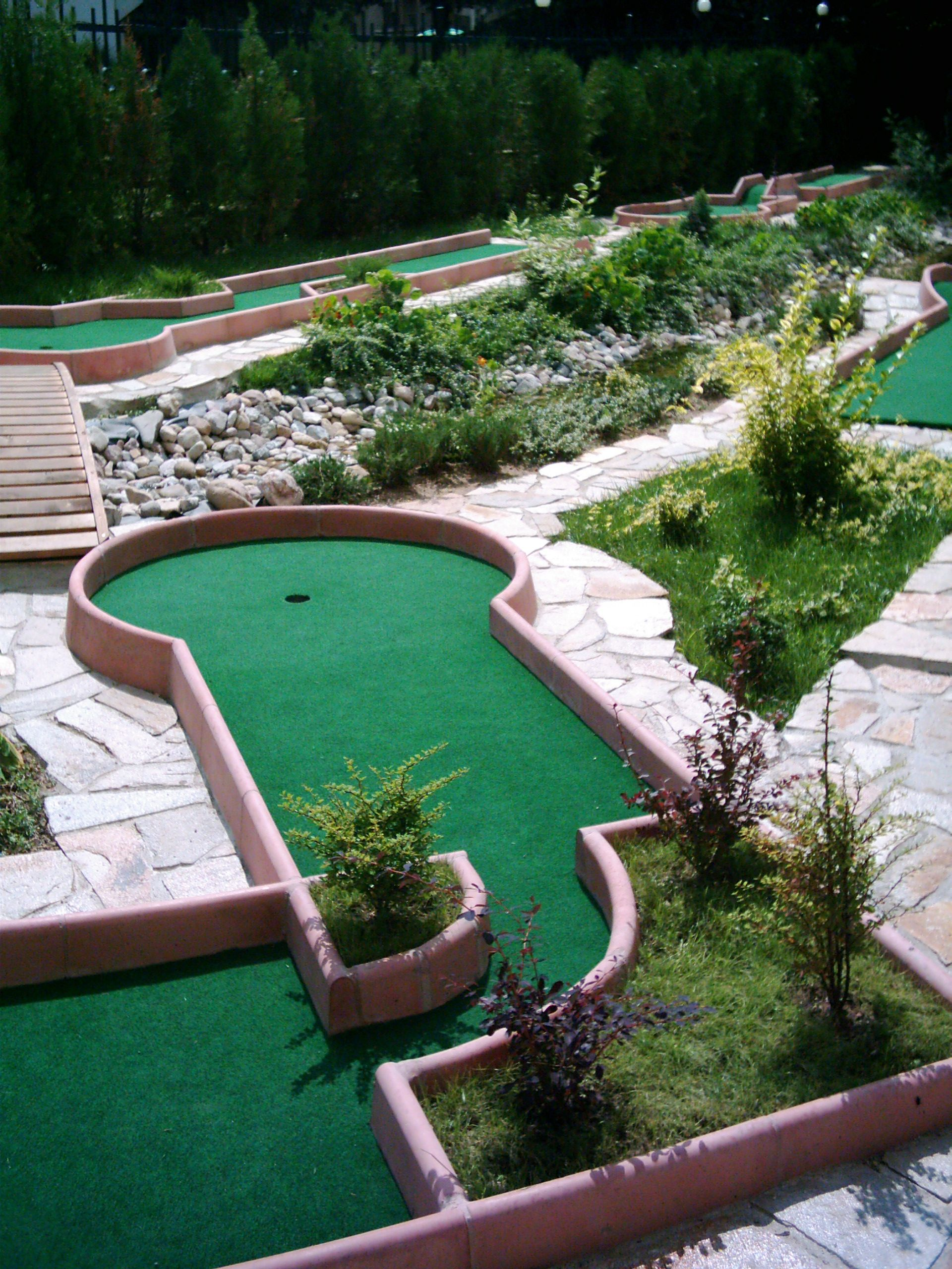 Pin by Stan Stoyanov on miniature golf courses | Backyard ...