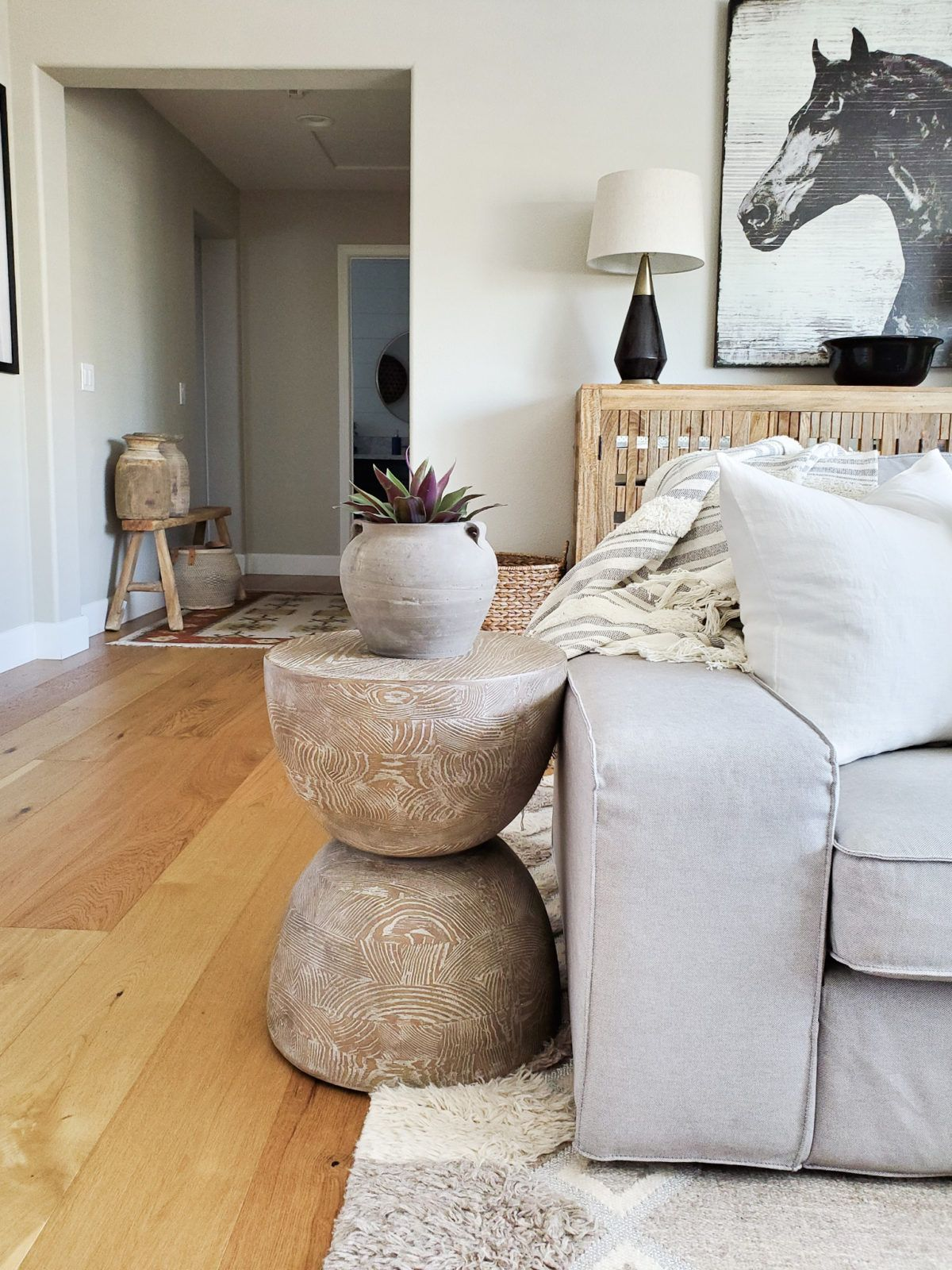 Antiquities Tahiti Round Lamp Table In 2020 Bassett Furniture