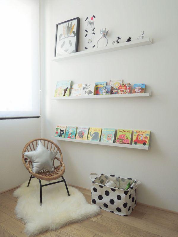 espace lecture pour une chambre d 39 enfant avec fauteuil. Black Bedroom Furniture Sets. Home Design Ideas
