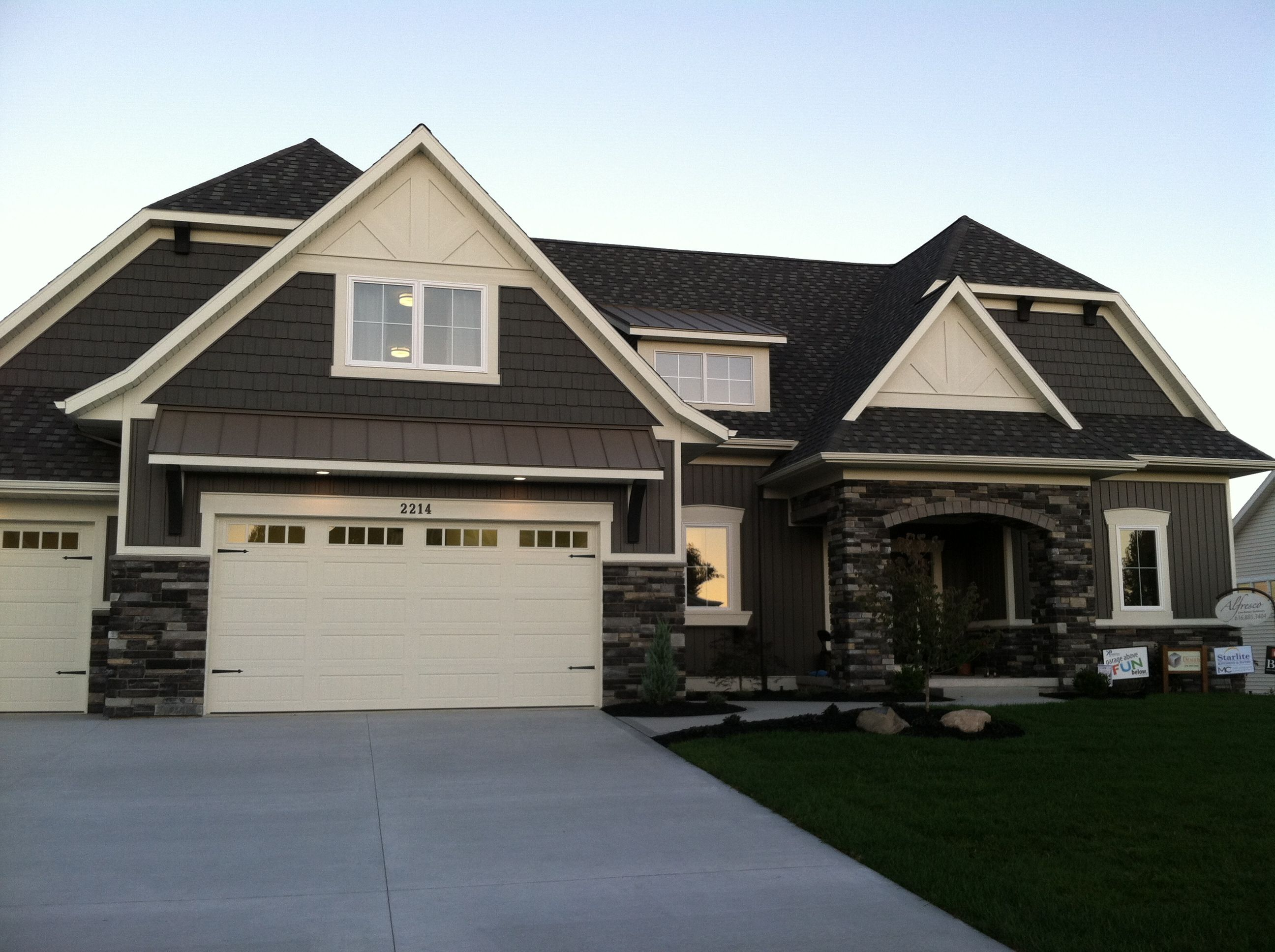 Gray exterior stone color scheme house exterior - House paint color combinations exterior ...