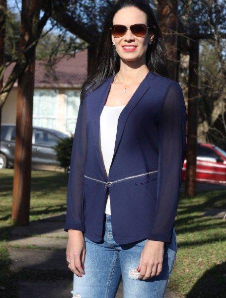 a7b9fb6ac4 ... marinho - look de trabalho de Blessed Moments Atelie. Blazer azul com  mangas transparentes e detalhe de zíper frontal trimix