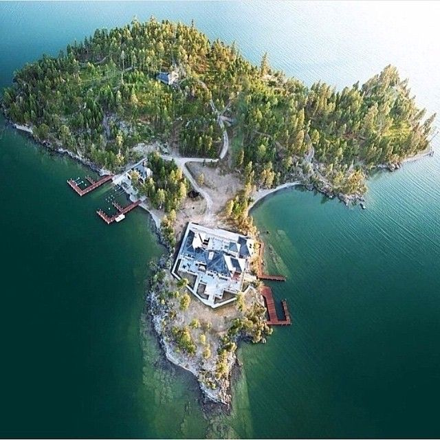 """A Luxury Mansion L: """"Luxury Mansion On A Secluded Private Island"""