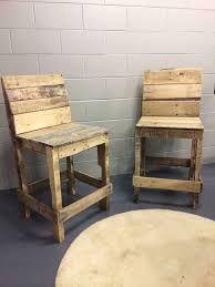 Sillas para una barra hechos con madera de palets buscar - Sillas con palets ...
