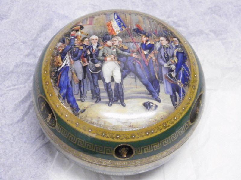 Bonbonniere De La Manufacture De Sevres Datant Du Xixe Siecle Conservee Au Musee Principal De La Roche Sur Yon Empire Napoleon Josephine Snow Globes