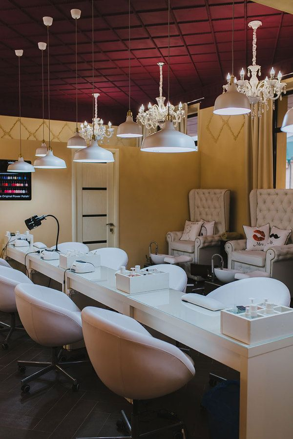 Un salón exclusivo de uñas en plaza comercial, 3 a 4 espacios para ...