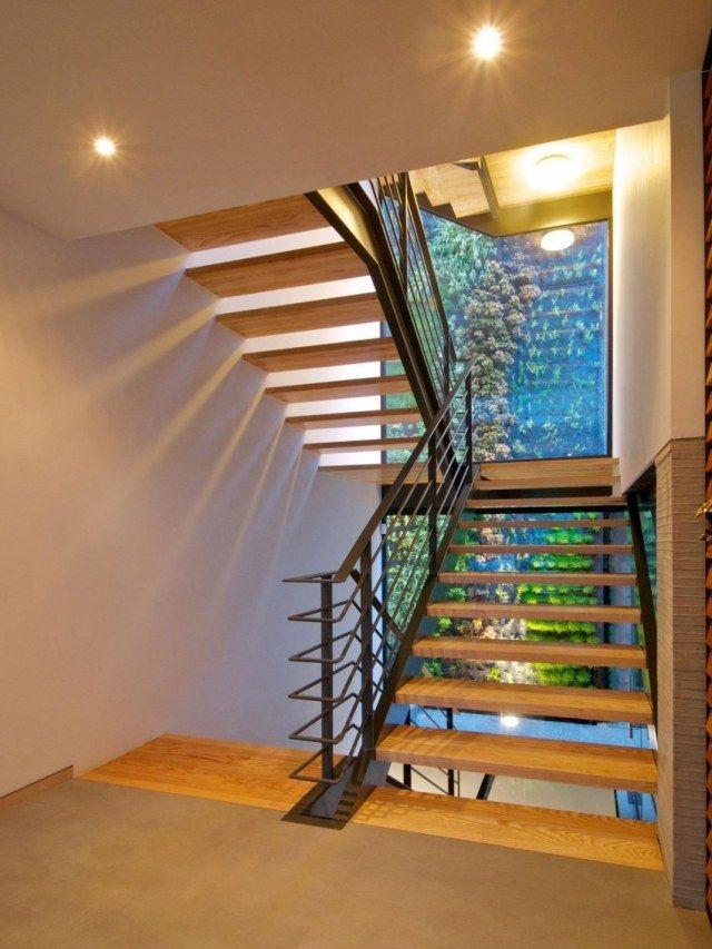 Treppenhaus einfamilienhaus holz  Treppen aus Holz und Metall-Lichtdurchflutete Räume dank großen ...