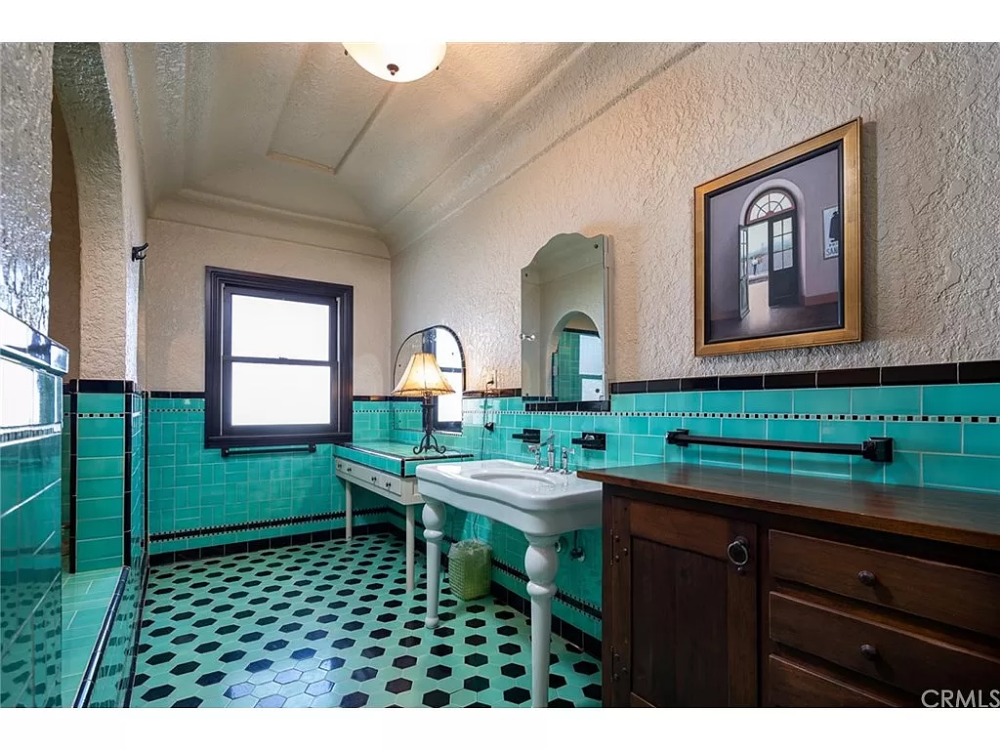 271 Argonne Ave Long Beach Ca 90803 Mls Pw20162591 Zillow Vintage Bathrooms Home And Family Gorgeous Bathroom