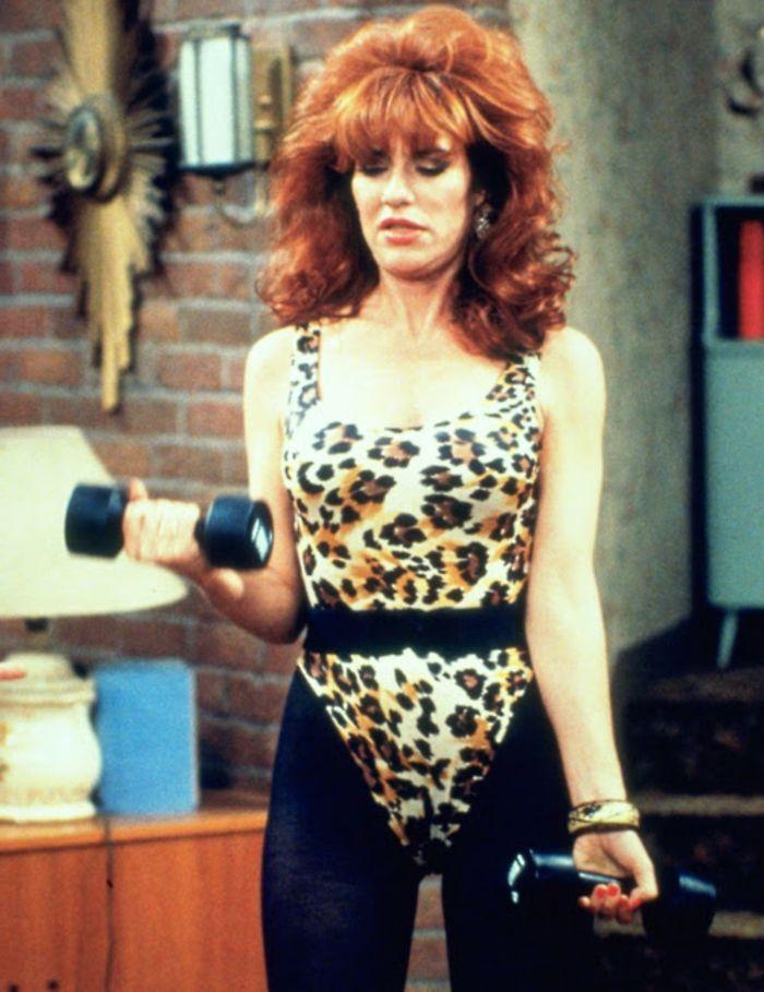 peggy bundy in den 80er jahren in schwimmanzug mit leopard. Black Bedroom Furniture Sets. Home Design Ideas