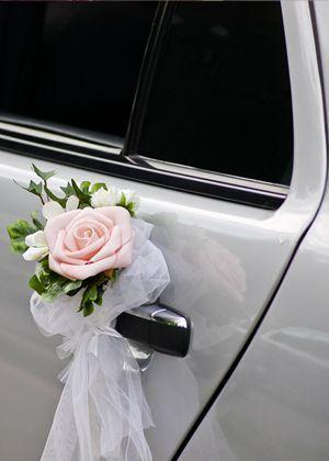 Coche de bodas de flores