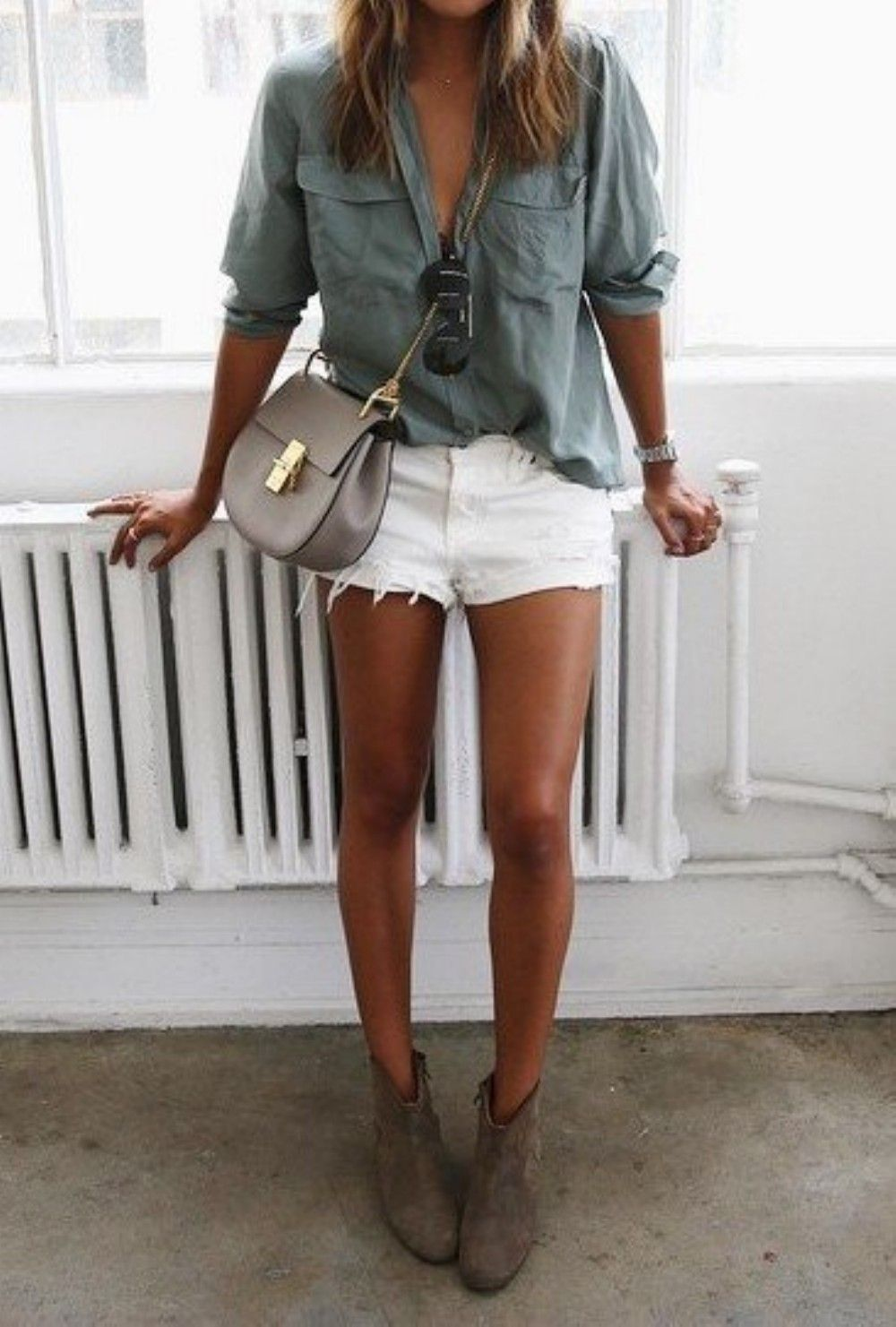 6ce9e9aa029 7 stylish white shorts outfits to wear this summer | college outfits ...
