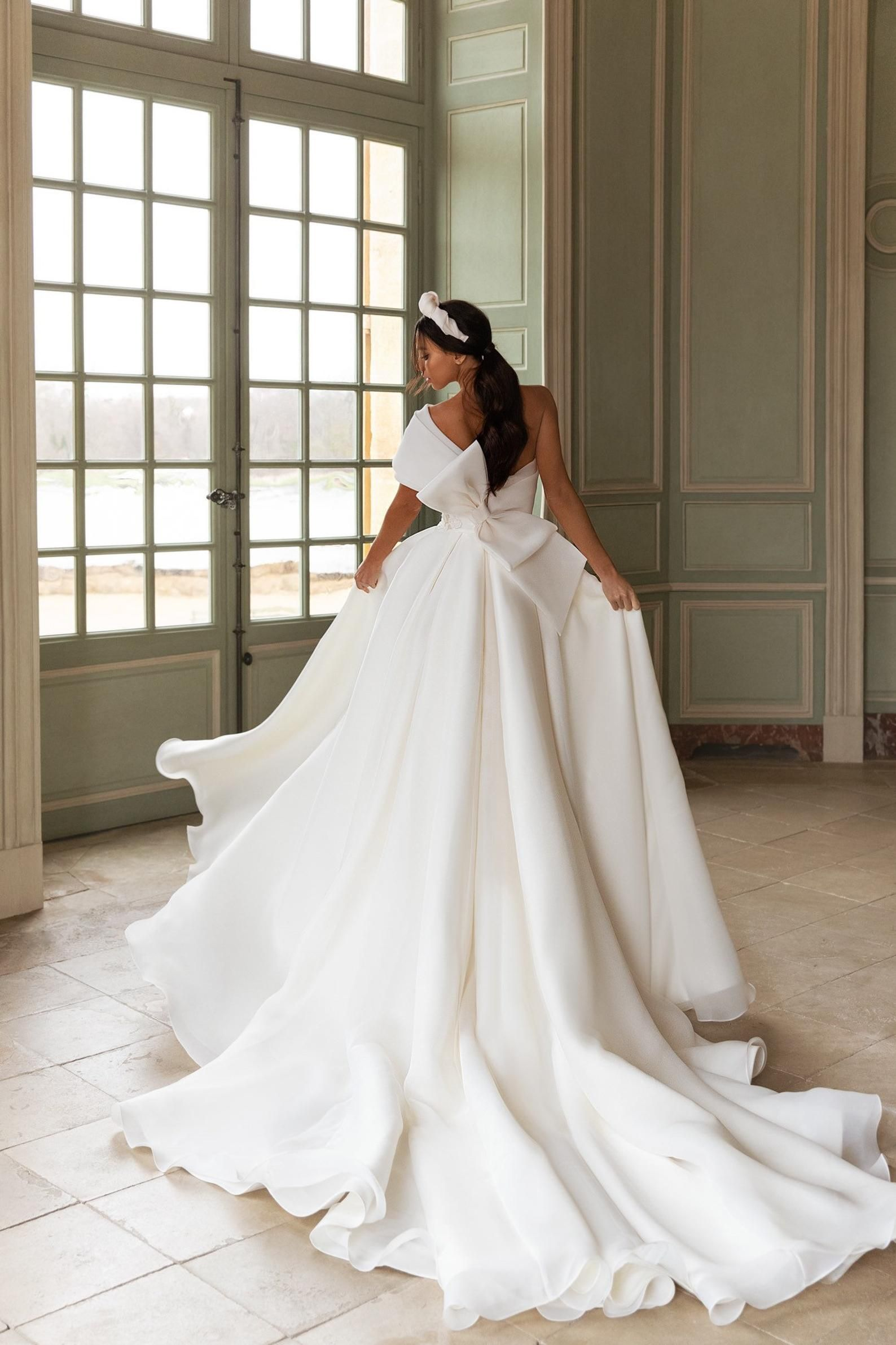 Romantic Wedding Dress Bridal Dresses And Separates White Wedding Dress Elegant Bridal Gown Royal Wedding Dress In 2020 Elegant Bridal Gown Royal Wedding Dress Bow Wedding Dress
