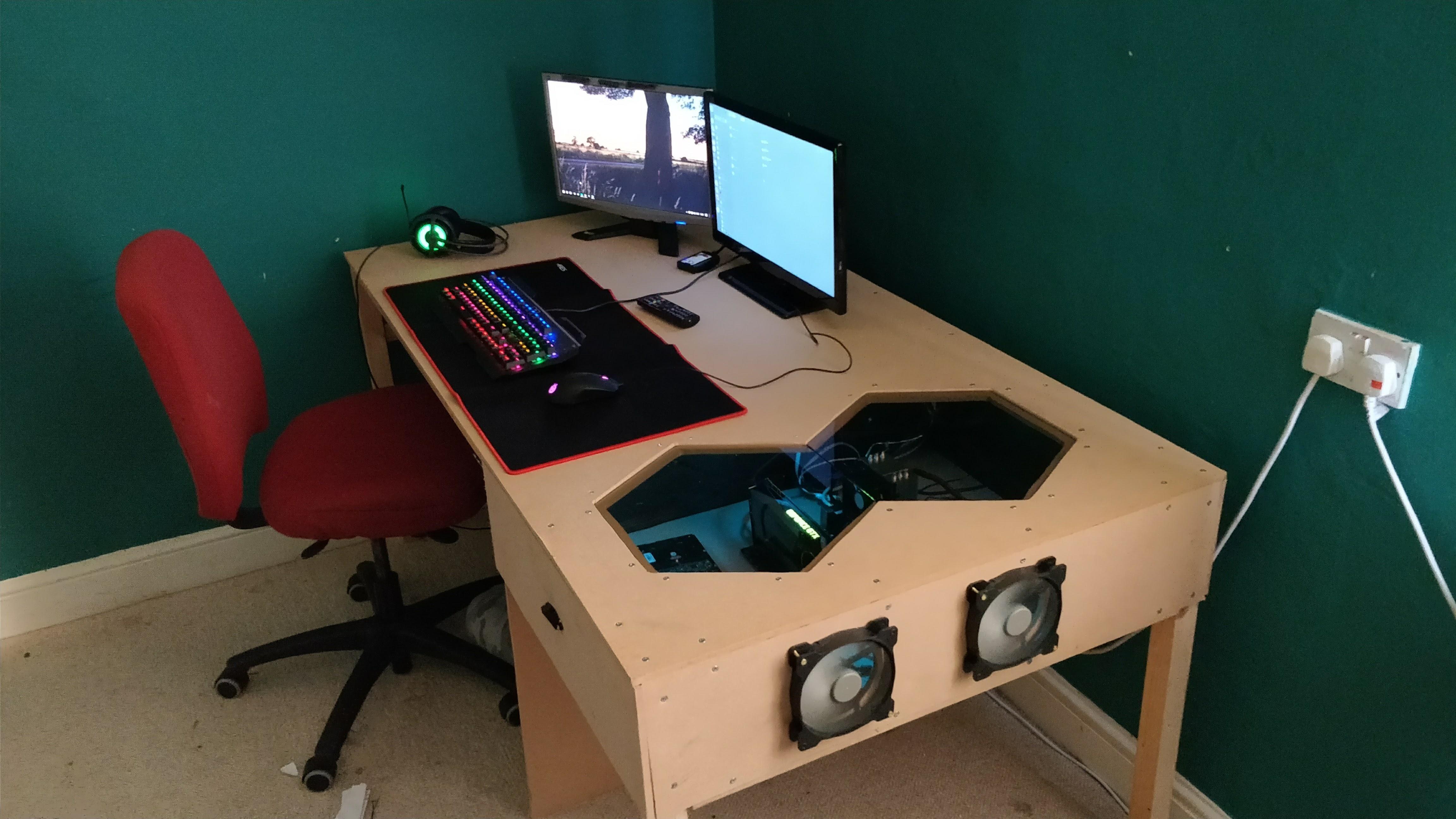 Cool Just Made A Desk Pc Pc Desk Escritorio Gamer Habitacion