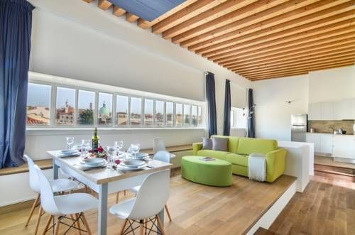 Venice Halldis Apartments Venice Featuring free WiFi, Venice Halldis Apartments offers accommodation in Venice. Ca' d'Oro is 1.1 km from the property.  The accommodation comes with a dining area and seating area with a flat-screen TV.