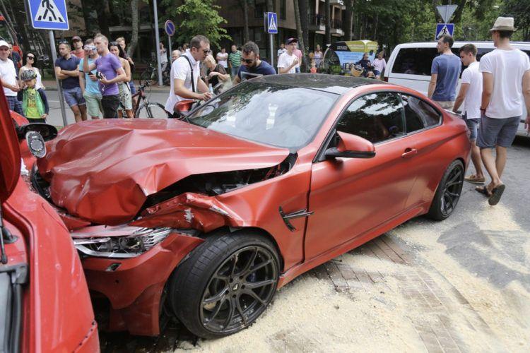 Crash BMW M4 by Vörsteiner & Ferrari California Ferrari