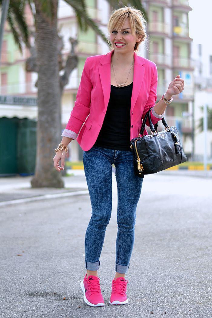 propiedad Pigmalión Objetivo  Nike Free Run 5.0 pink rosa, bauletto Prada bags – sporty chic look Italian  fashion blogger It-Girl by Eleonora Petrella | Looks inspired | Look com  calça, Loo…