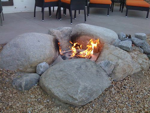 Top Trend Fire Pit Ideas For Your Backyard Fire Pit With Rocks Natural Fire Pit Fire Pit Backyard