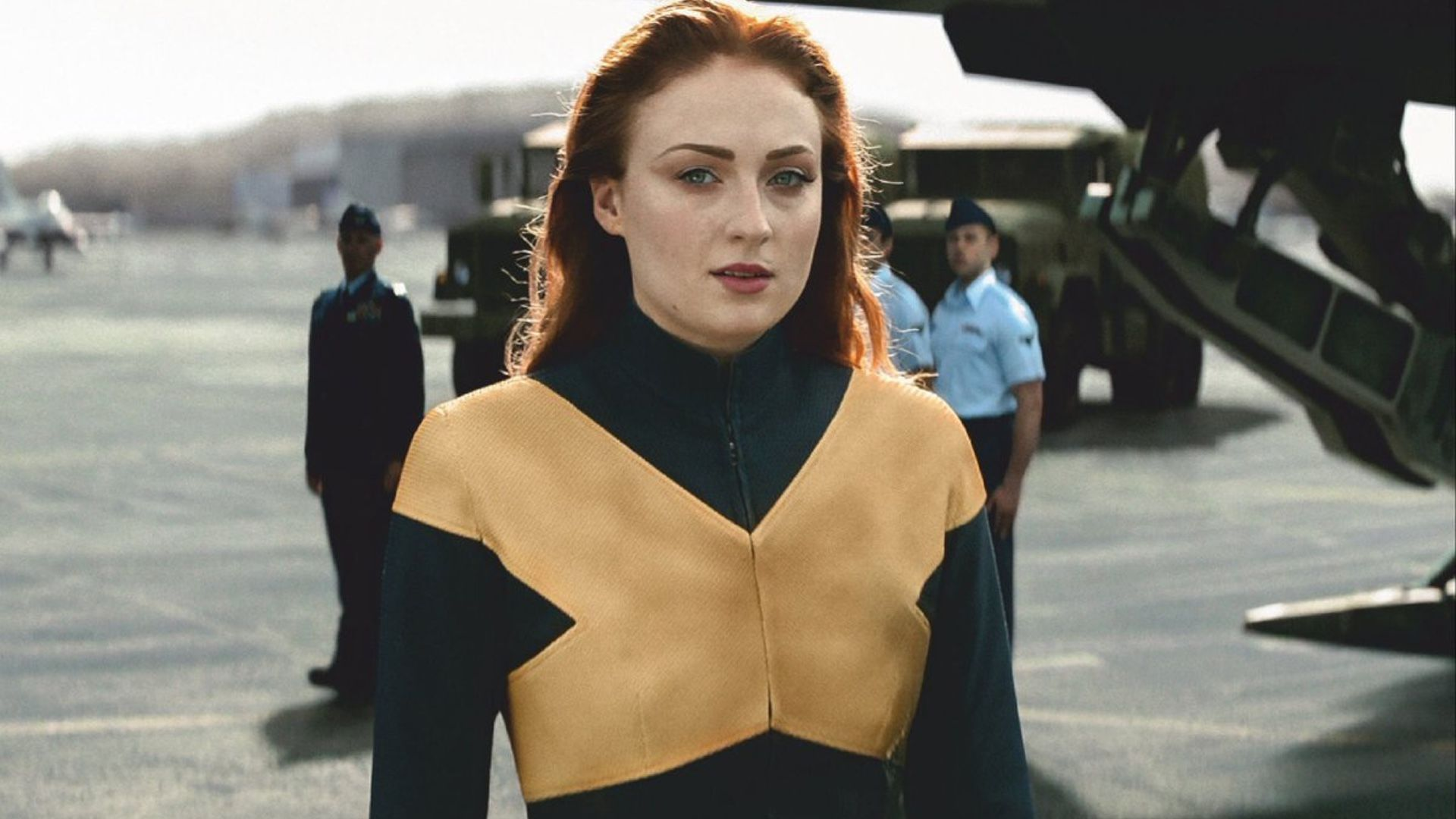 New X Men Dark Phoenix Photo Shows Jean Grey All Decked Out In Her X Men Costume Geektyrant X Men Costumes Jean Grey Costume Dark Phoenix