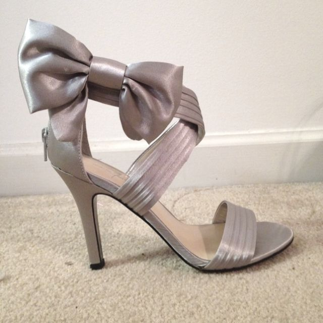Beau Bow shoes. Silver