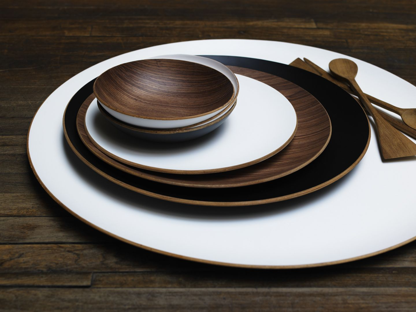 Round Wood Tray With Lacquer Finish Harabu House Round Wood Tray Wood Tray Wooden Tray